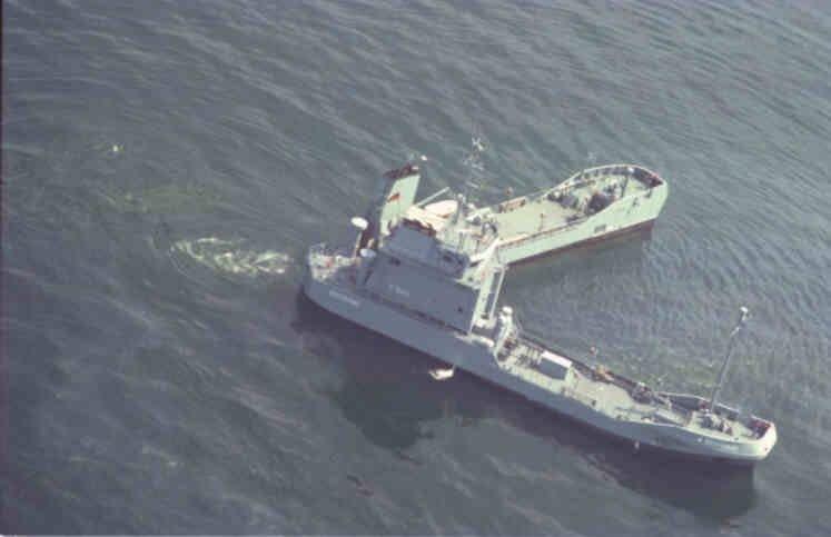 судно для ликвидации утечки нефти