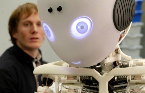 Roboy – робот-мальчик, который будет помогать пожилым людям в быту (8 фото)