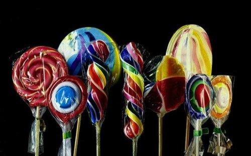 Вкусняшки в работах художника Роберто Бернарди (10 фото)