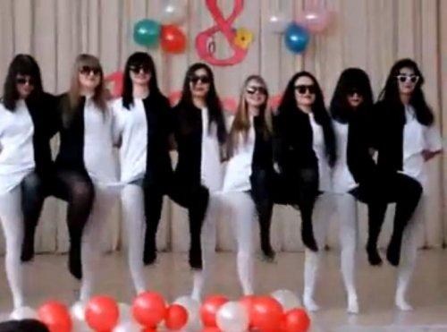 Прикольный чёрно-белый танец