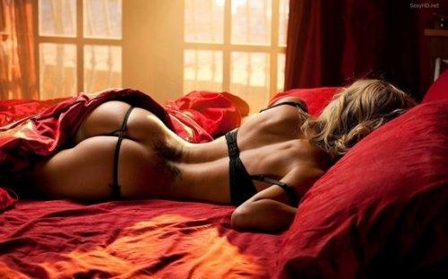 Сексуальные девушки в спальне (34 фото)