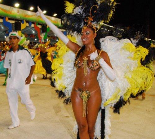 Участницы бразильских карнавалов (17 фото)