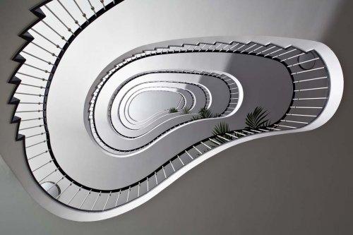 Головокружительные винтовые лестницы в фотографиях Нильса Айсфельда(23 шт)