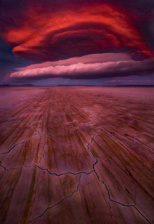 Причудливые формы лентикулярных облаков (20 фото)