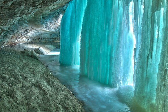 Самые красивые пещеры европы