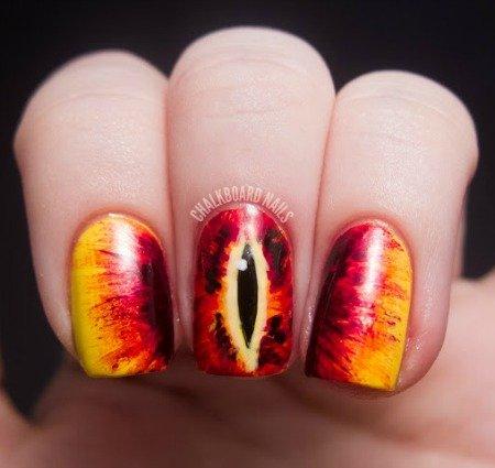 12 Дизайнов ногтей для гиков