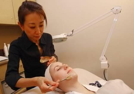 8 Самых жутких процедур для кожи лица