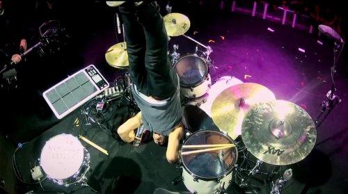 Эрик Импрота отжигает на барабанной установке