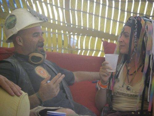 Инсталляции и обнажённые девушки на фестивале Burning Man (25 фото)