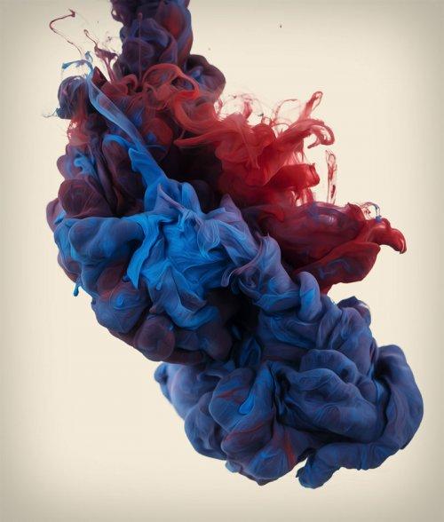 Капающие в воду краски в фотографиях Альберто Севесо (10 фото)