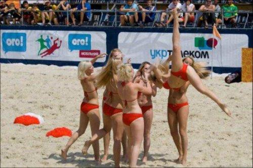 Спортивные украинские девушки из группы поддержки (14 фото)