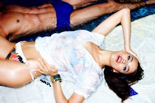 Ирина Шейк представила новую коллекцию Dynamite Summer 2013 (6 фото)