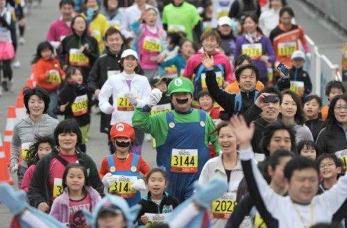 Весельчаки токийского марафона (36 фото)