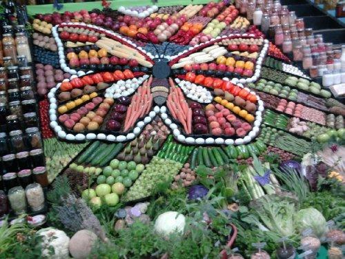Креативное оформление овощных прилавков (11 фото)