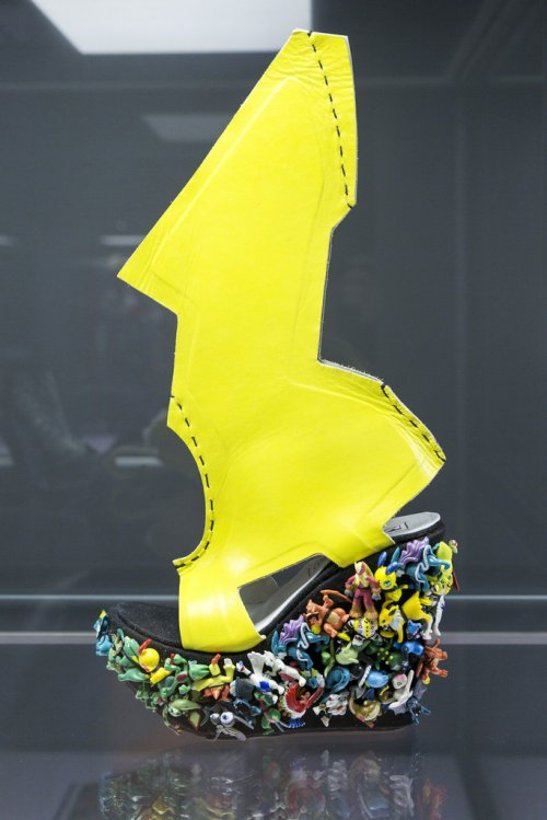 Обувь экспериментального дизайна на выставке в Лейпциге (22 фото)