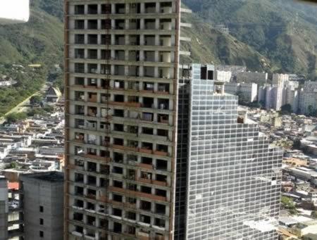 8 Поразительных заброшенных мега-зданий