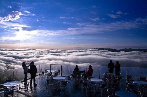 Терраса Ункай на курорте Томаму – магическое место над облаками