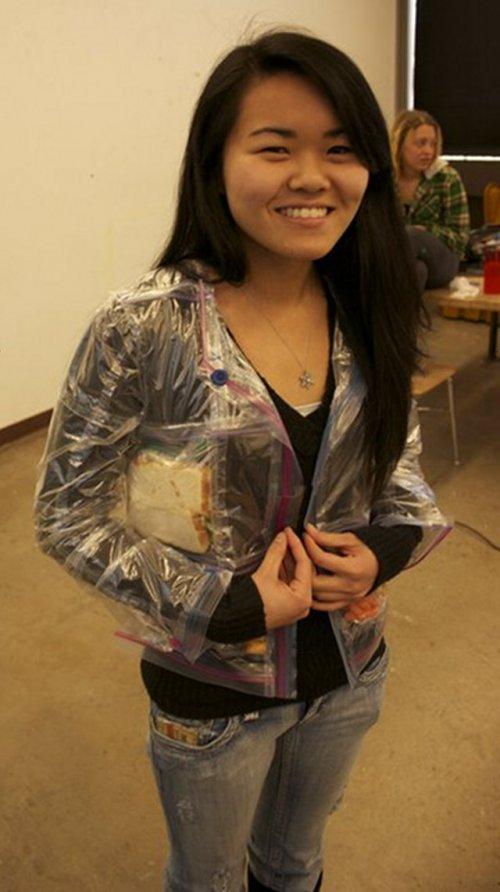 Курточка, сшитая из прозрачных гриппер-пакетов (4 фото)