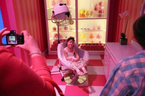Дом куклы Барби, соответствующий человеческому росту (13 фото)