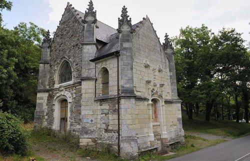 Церковь Вифлеема с горгульями в форме гремлинов и Чужого (6 фото)