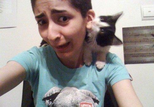 Женщины и животные, не взлюбившие друг друга (35 фото)