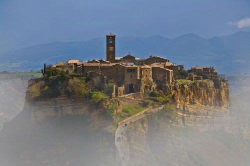 15 Прекрасных городов и деревень на вершинах холмов