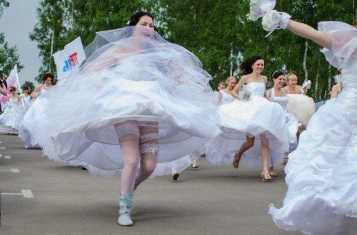 В Рязани состоялся забег невест (20 фото)