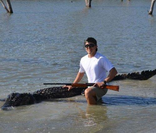 Старшеклассник застрелил крупнейшего в Техасе аллигатора (4 фото)