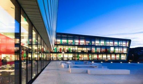 Высшая школа имени Нордала Грига в Норвегии (15 фото)