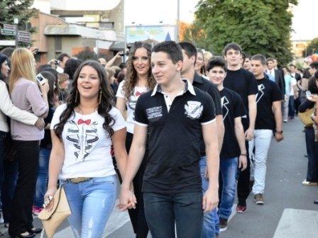 Сербские выпускники отказались от нарядов на выпускной в пользу тяжелобольных детей