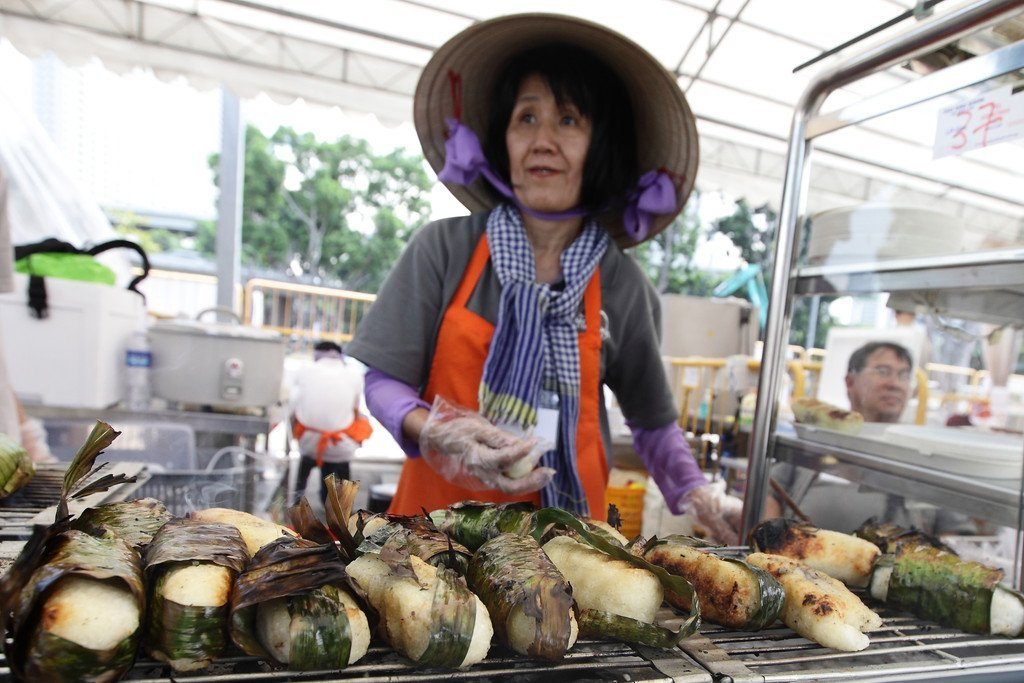 singapore fast food war Singaporean cuisine is diverse and contains during world war 2 think about the meal and food since singapore is a mixed cultural nation there is a.