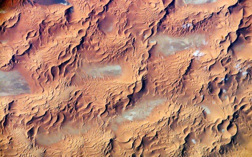 Пустыни Земли: вид со спутника (20 фото)