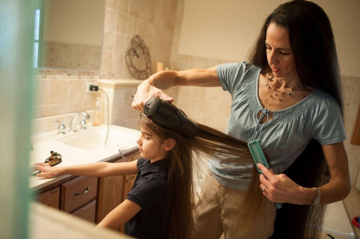 Может ли мать подстригать волосы дочери