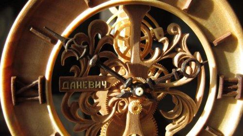 Деревянные часы от Валерия Даневич (15 фото)