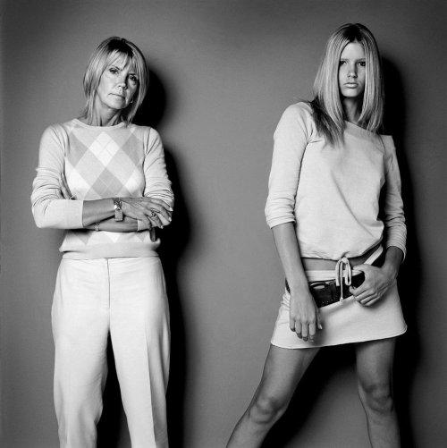 Модели и их матери в фотопроекте Говарда Шатца (19 фото)