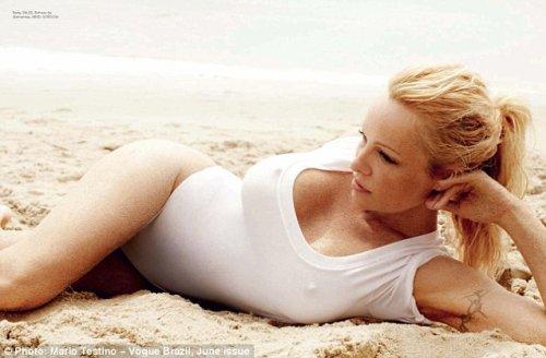 Памела Андерсон в откровенной фотосессии для журнала Vogue (8 фото)