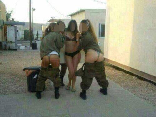 Девушки в израильской Армии тоже любят фотографироваться (31 фото)