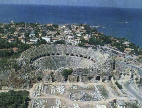 10 Невероятных древних театров, которые вы можете посетить и сегодня