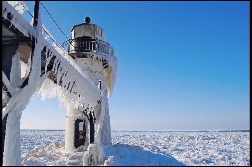 Замороженные маяки озера Мичиган (12 фото)