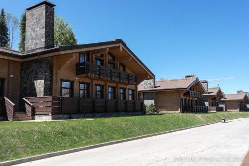 Горная олимпийская деревня в Сочи для лыжников и биатлонистов (10 фото)