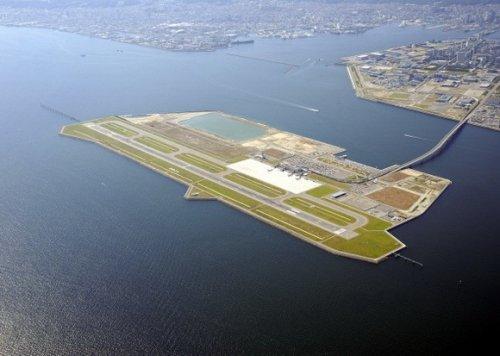 11 Удивительных островных аэропортов