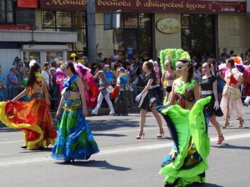В Перми в честь Дня города состоялось карнавальное шествие (14 фото)