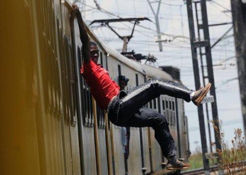 Танцы со смертью: сёрфингисты на поездах Соуэто