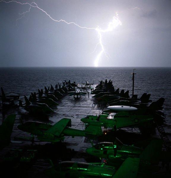 На борту военного корабля (29 фото)