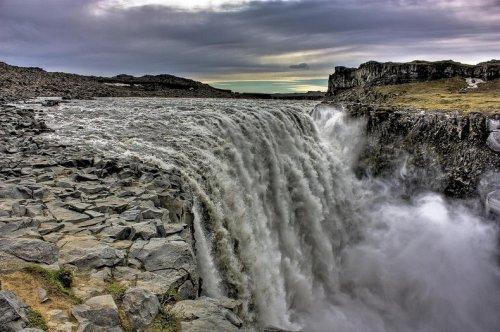 Деттифосс – самый мощный водопад в Европе (12 фото)