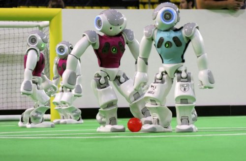 В Эйндховене состоялся RoboCup 2013 – чемпионат мира по футболу среди роботов (19 фото)