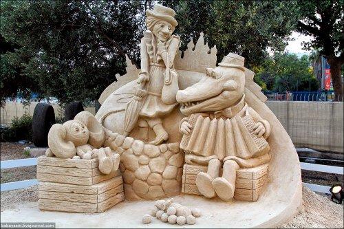 """В Израиле стартовал фестиваль песчаных фигур """"Сказки на песке"""" (20 фото)"""