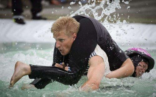В финском городе Сонкаярви состоялся чемпионат по переносу жён (11 фото)