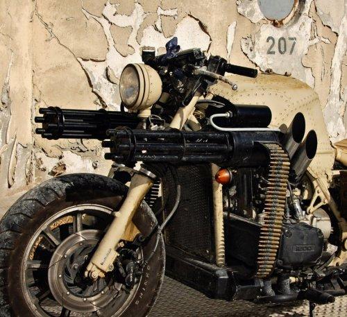 Идеальный мотоцикл для зомби-апокалипсиса (12 фото)