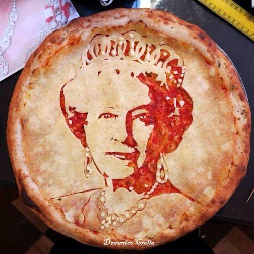 Портреты знаменитостей на пиццах от Доменико Кролла (16 фото)